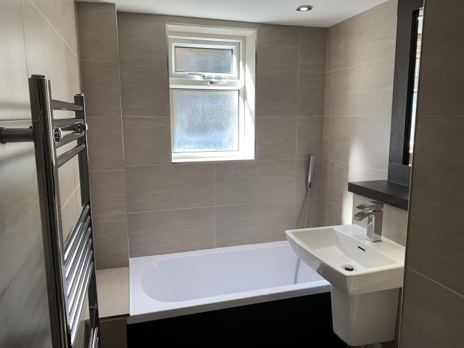 Newly refurbished 4 bedroom apartment<br>16 Tapton House Road, Broomhill, Sheffield S10 5BY