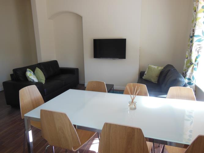 Large duplex student apartment for July or Sept<br>180a Crookesmoor Road, Crookesmoor, Sheffield S6 3FS